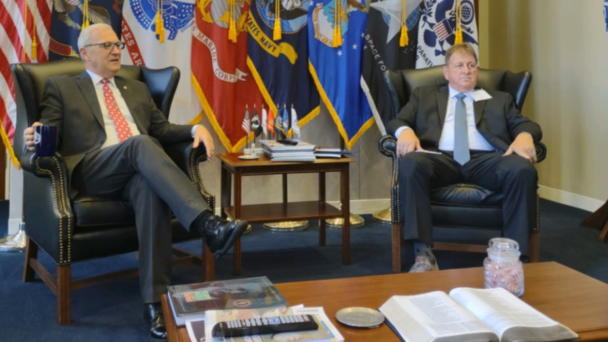 N.D. Senator Kevin Cramer (left) and Williston Mayor Howard Klug (right)