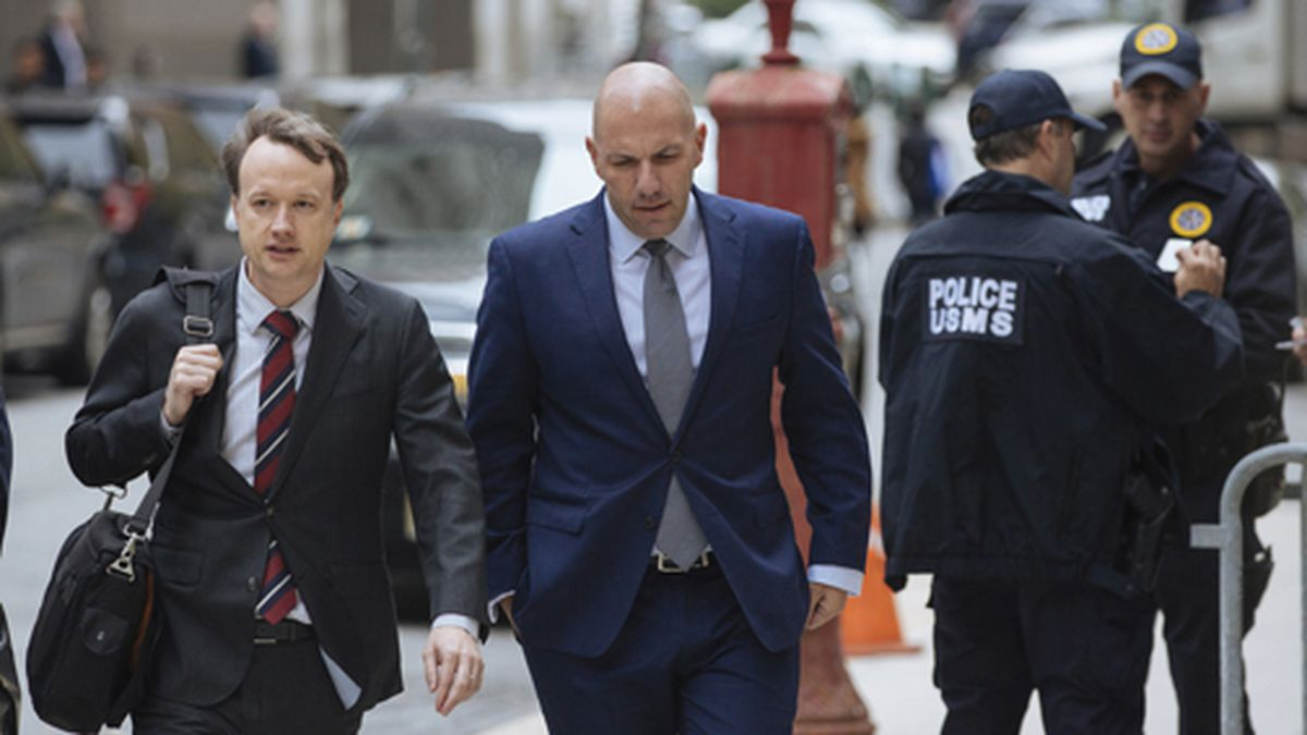 David Correia, center, arrives with his lawyers at federal court, Thursday, Oct. 17, 2019, in New York. Correia and Andrey Kukushkin were set to be arraigned Thursday on charges they conspired with associates of Rudy Giuliani to make illegal campaign contributions. (AP Photo/Kevin Hagen)