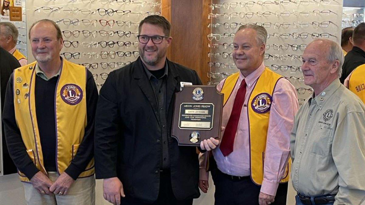 Dr. Darin Johnson receiving the Melvin Jones Award