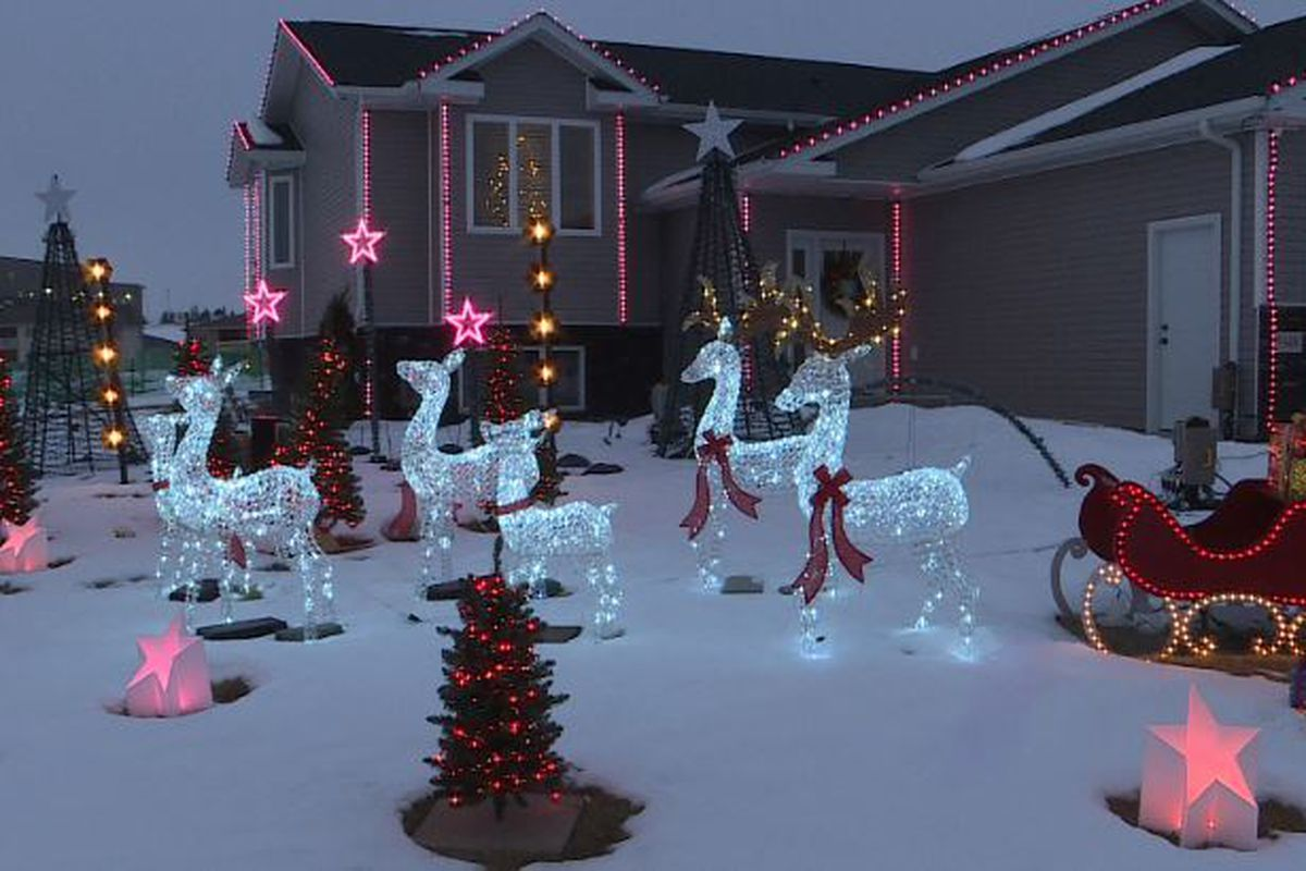 Christmas Music Radio Stations 2020 North Dakota Bismarck resident displaying 10 minute holiday light show in front